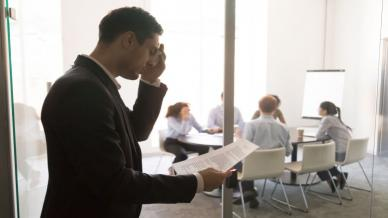 كيف تهدئ أعصابك قبل الحديث إلى الجمهور؟