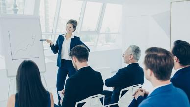 كيف تتابع برامج تدريب الموظفين؟