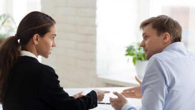 تباين المواقف بين أرباب العمل والموظفين بشأن التقييمات