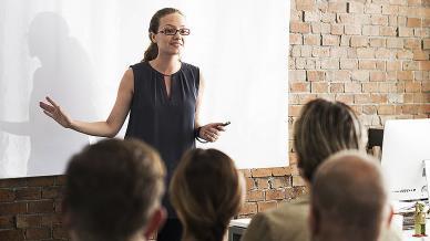 اربعة نماذج للتعلّم من أماكن العمل الاجتماعي