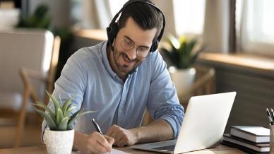 التعلم المدمج في العمل كيف تحسن نهجك في تدريب الموظفين؟