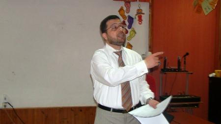 المدرب محمد بدرة يشرح فكرة التمرين