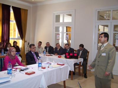 المتدرب محمد مفاز أثناء تقديمه للاختبار
