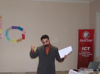 المتدرب محمد زبدية أثناء تقديمه لاختبار المدرب المعتمد