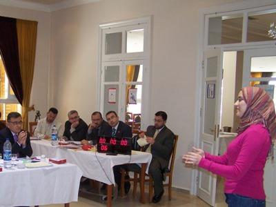 المتدربة لجين جزائرلي تقدم العرض أثناء الاختبار