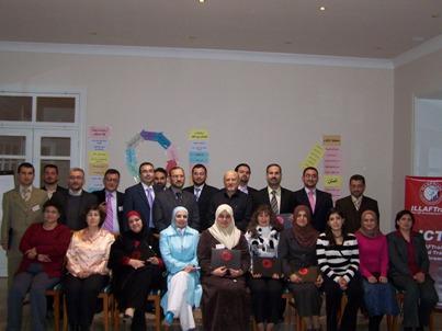 صورة جماعية للمتدربين خلال حفل توزيع الشهادات
