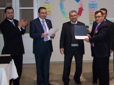 المتدرب أحمد اسفنجة خلال حفل توزيع الشهادات