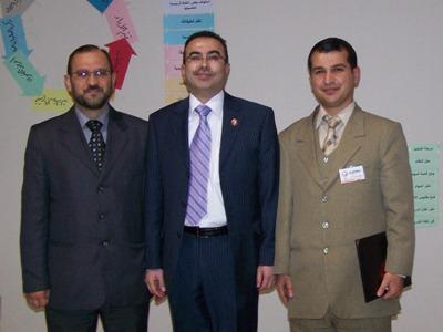 صورة تذكارية بعد حفل توزيع الشهادات للمتدرب محمد مفاز (يمين) - المدرب أحمد الخطيب (وسط) - المدرب رفاعة عكرمة (يسار)