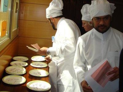 تجهم وجه عميد الطباخين بسبب تأخر الطباخين على تلبية الطلبات 5 ثوان