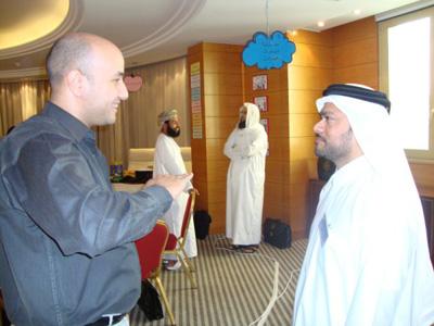 هشام بإبتسامتة المعروفة يصحح طبقات صوت عبد القادر محمد الشيخ