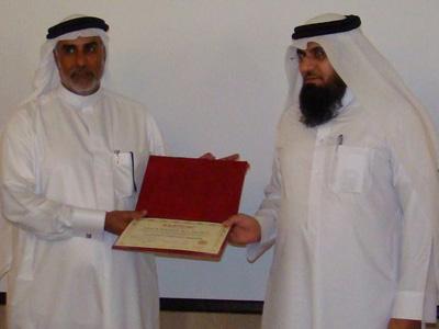 المدرب فهد أبو العينين يعطي جابر اللخن شهادته