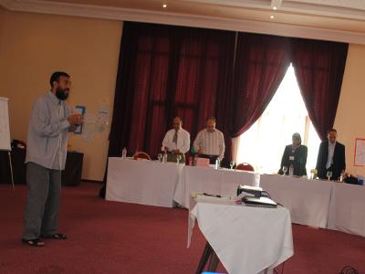 المدرب عبد اللطيف العزوزي  يقدم عرض المهارات الثالث عشر