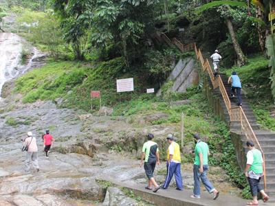 زيارة مناطق الشلالات والأنهار الجميلة بجزيرة لانكاوي