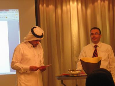 المتدرب ناصر يجيب عن أحد الأسئلة في البرنامج التلفزيوني