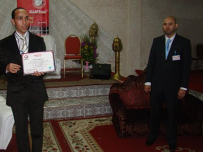 المدرب عبد الغني العزوزي الإدريسي الحسني يقدم شهادة ايلاف ترين المعتمدة.