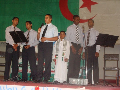فرقة الإيمان التابعة للكشافة الإسلامية بورقلة أثناء تأديتها لأنشودة فلسطين
