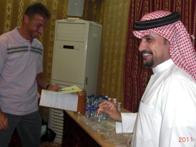 بعد أن فرقع المتدرب عبدالله أهدفة من الدورة لازال عبدالرؤف يبحث عن ما تبقى من أهدافة فى الدورة.