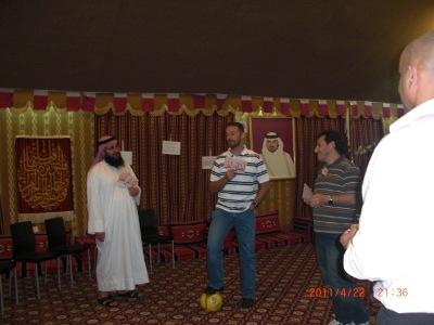 المتدرب اللاعب عبد الرؤوف أثناء إستحوازه بكل ثقة على الكره بأستخدام هيكل الحجج والمغالطات.