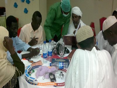 Discussion among the trainees and the doctor in order to answer the questions.