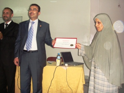 Trainer Alkateeb, Mr. Ibrahim Talioua, and trainee Amina Kirhlal while distributing the certtificates