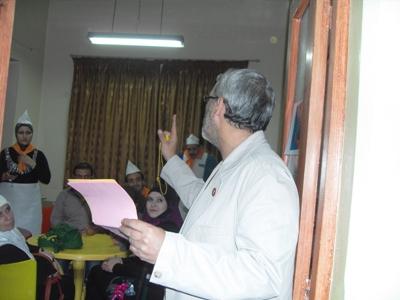 المدرب محمد عزام القاسم يقدم التعليمات والتوجيهات