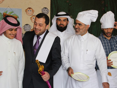 Dr Mohammad Badrah mediates a group of trainees.