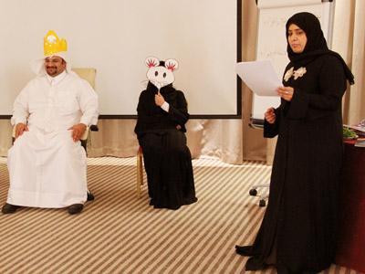 الملك و الملكة والفأرة البيضاء في روراية قصصية ممتعة خلال تمارين الدورة.