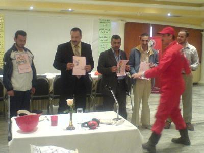 المتدربين أثناء تنفيذ مثال المتدرب أحمد السعدي