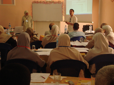 Mr. Abdelhalim Boshkiawa is explaining his personal experiment with time records