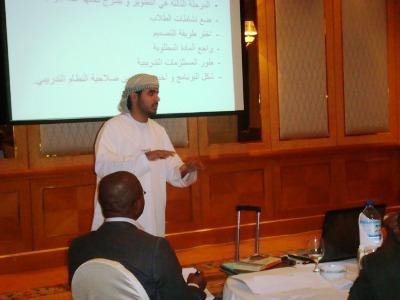 المتدرب عبد الرحمن النعيمي أثناء الالقاء