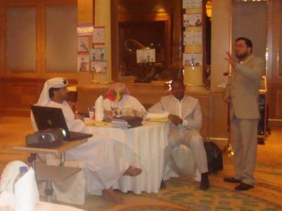 المدرب الدولي محمد بدرة يشرح كيفية استخدام تقنيات التعلم السريع فى دورة تدريب المدربين
