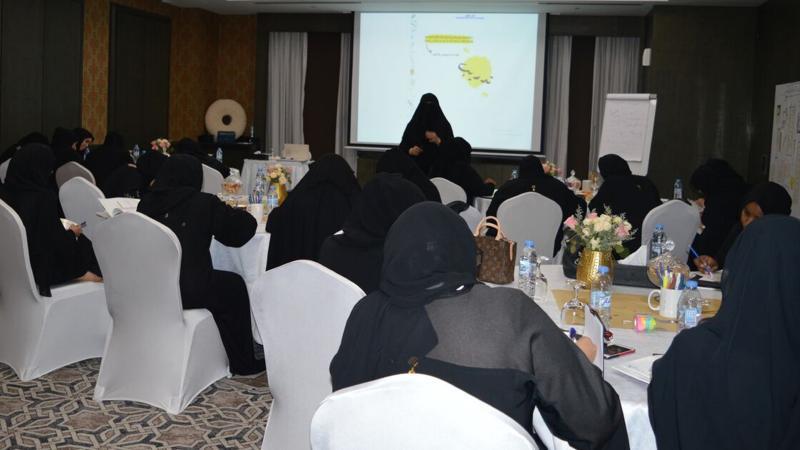 تقسيم المتدربات لمجموعات وتنفيذ تمارين الدورة