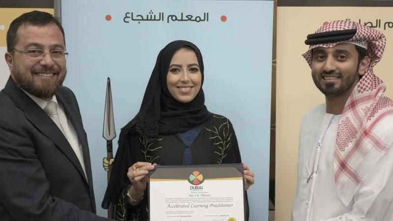 الدكتور محمد والمدرب ماجد يسلمان المدربة مي البنا شهادة الدورة