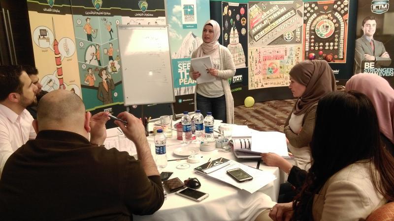 المتدربة إيمان منلا أحمد أثناء تقديم أحد العروض