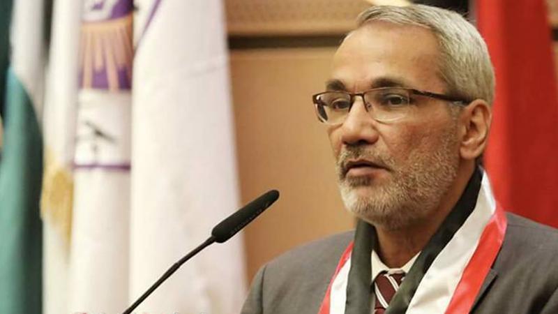 الدكتور عزام القاسم أثناء إلقاء كلمته في حفل الختام