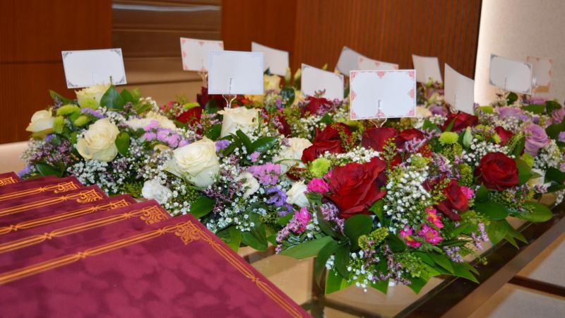 تجهيز باقات الزهور لحفل الختام