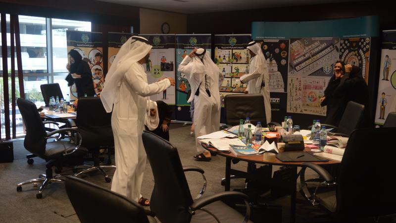مجموعات المتدربين تنفذ تمرين الصواريخ الورقية