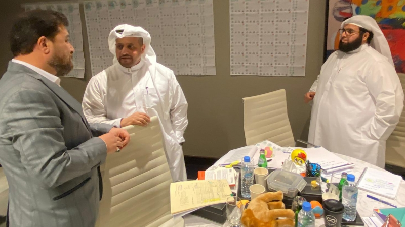 نقاشات المتدربين مع الدكتور محمد