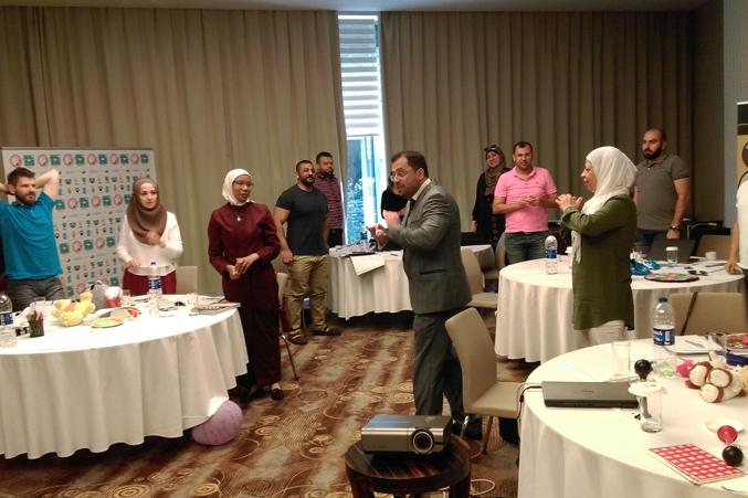 شرح الدكتور محمد أثناء أحد التمرينات