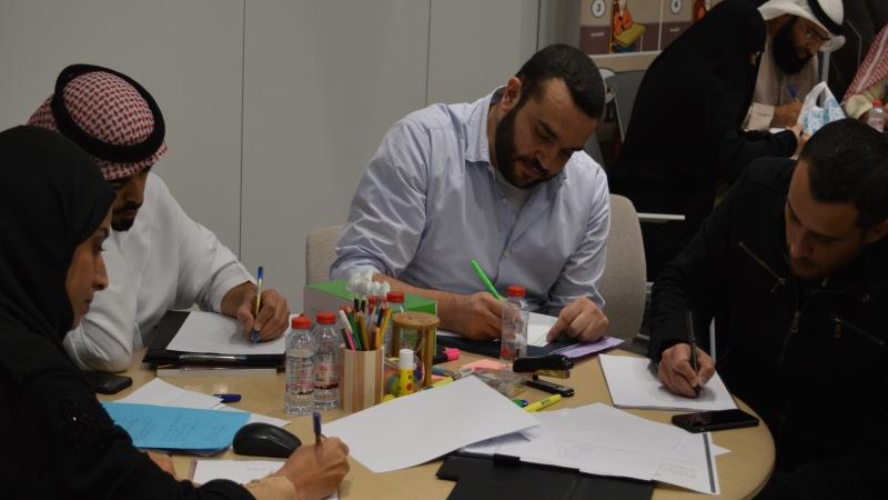 قيام المتدربين بتنفيذ التمرينات الكتابية