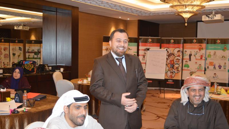 الدكتور محمد واجواء من الاستمتاع أثناء الشرح والمتابعة