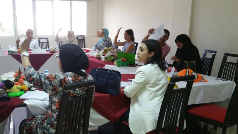 تفاعل المشاركين في الدورة مع المدرب