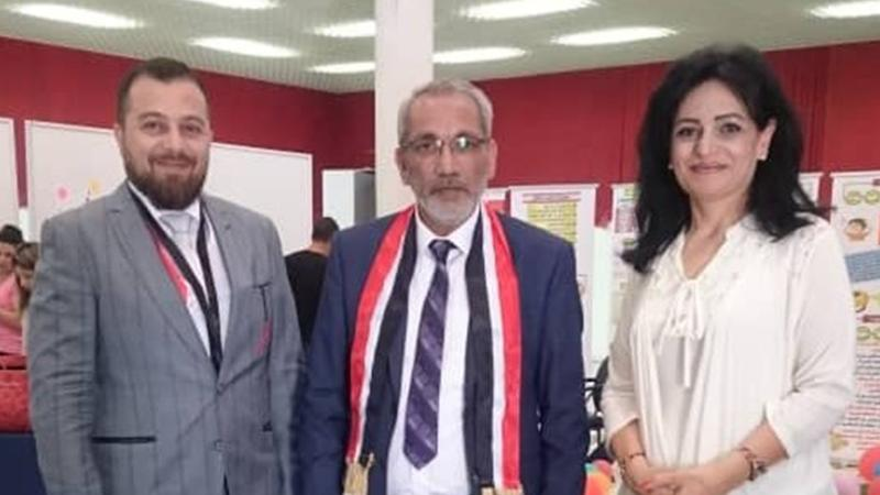 الدكتور محمد بدرة والدكتور عزام القاسم والسيدو كفاح الحداد في صورة تذكارية