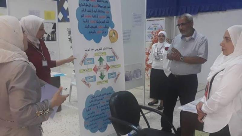 الدكتور عزام القاسم اثناء الشرح والتقديم