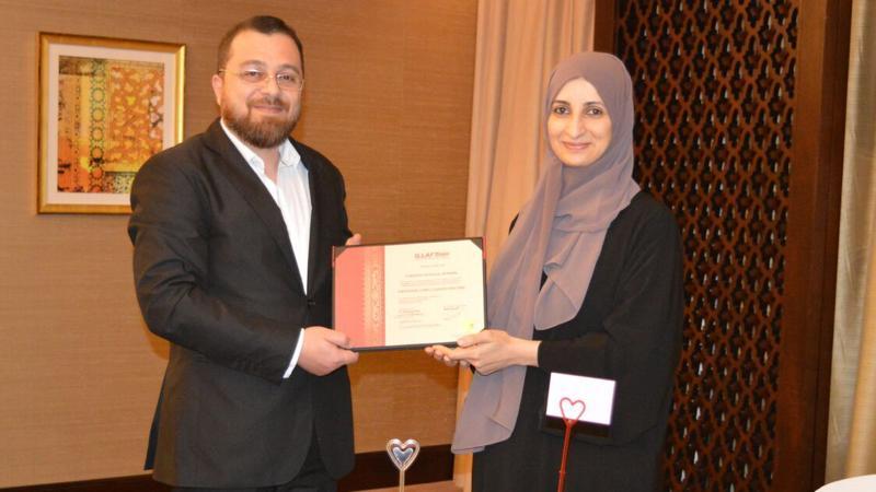 الدكتور محمد يسلم المدربة سمية الشمري شهادة الدورة