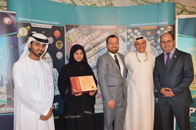 استلام الشهادة وصورة مع الدكتور محمد والمدرب عادل والمدرب ماجد والمدرب أحمد
