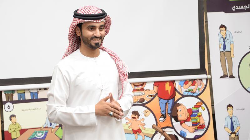 المدرب أول ماجد بن عفيف أثناء الشرح