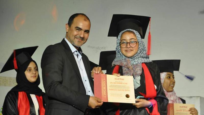 المدرب ياسين الراس خلال توزيع شهادات المتدربين