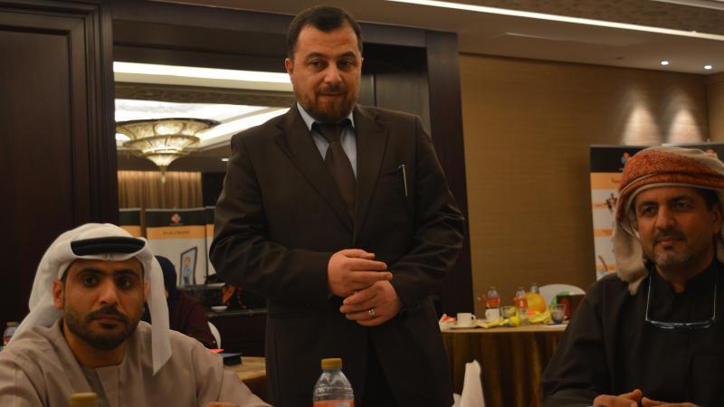 الدكتور محمد يشرف على تنفيذ التمرينات