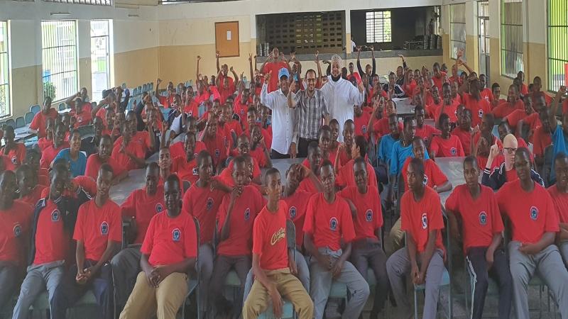 صورة جماعية في ختام المحاضرة